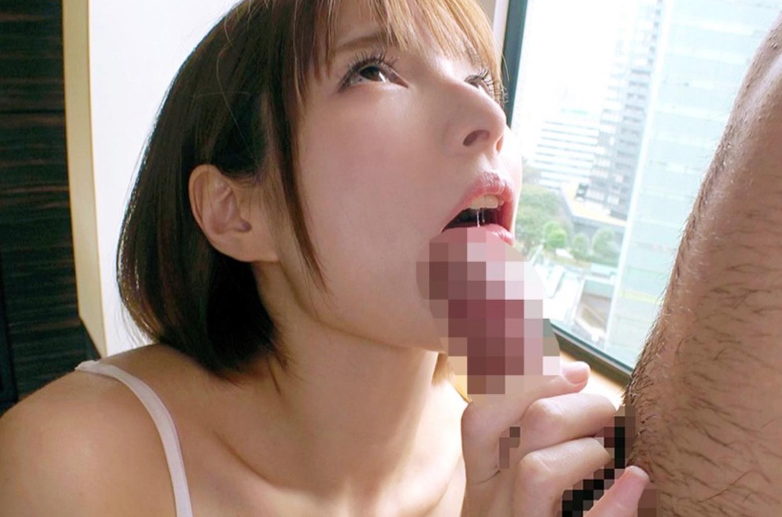 フェラをしている女性