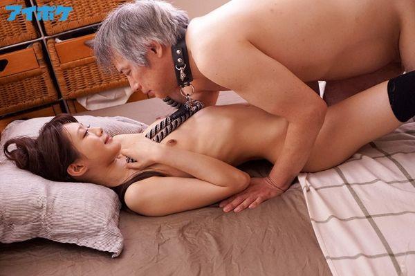 おじさんに首輪をしてHに誘う相沢みなみ